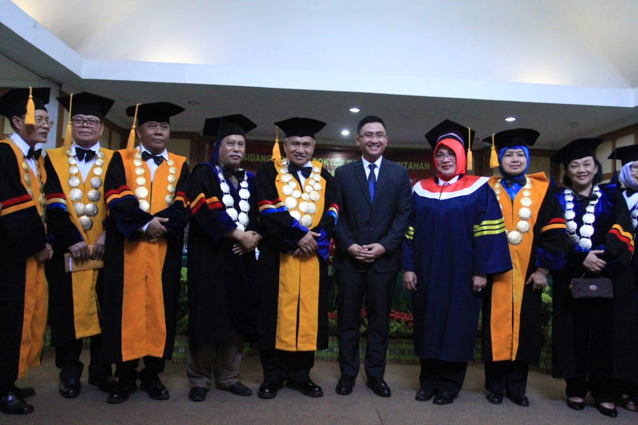 Andika Hazrumy hadiri sidang promosi doktoral Kepala Dinas Pemberdayaan Masyarakat Desa Provinsi Banten Enong Suhaeti