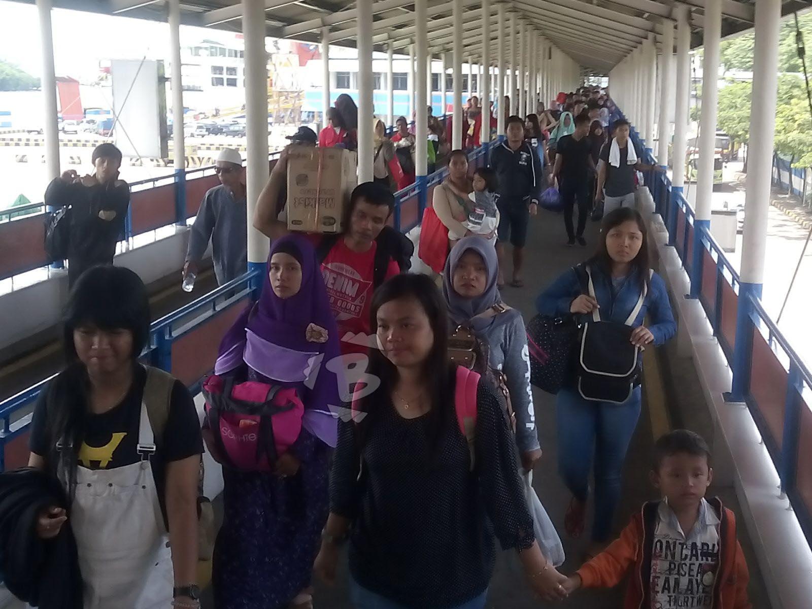 ilustrasi penumpang di Terminal Terpadu Merak