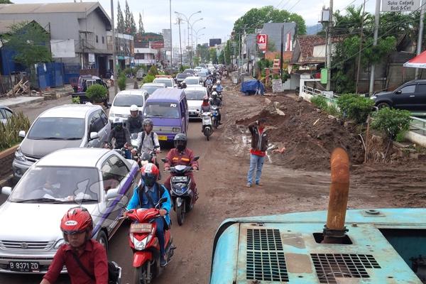 Ilustrasi kemacetan di Jalan Raya Ciater