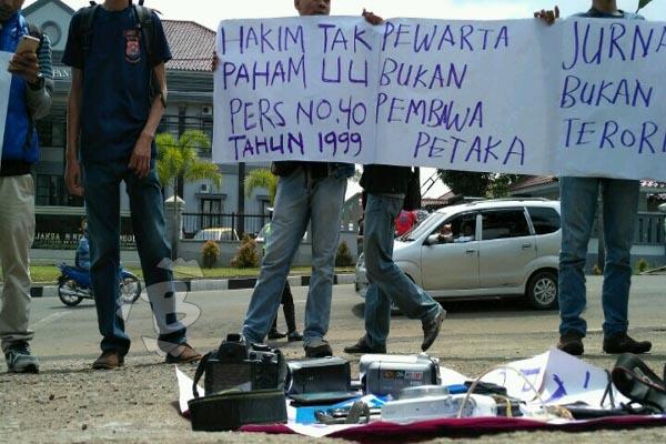 Demo wartawan di Pandeglang