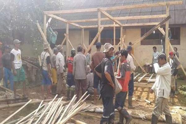 Warga Desa Warung Banten Lebak Gotong Royong