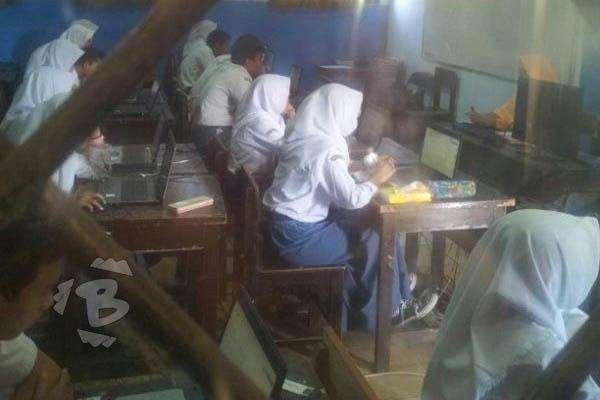 SMA Negeri 1 Kota Serang Gelar UNBK dengan Laptop Pinjaman