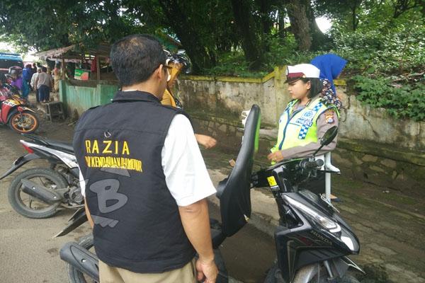 Razia Pajak Kendaraan di Banten