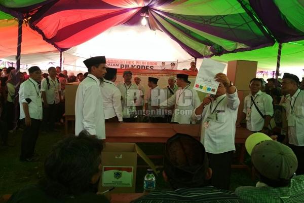 Pelaksanaan pilkades di Pandeglang. 8 dari 10 kades di Kabupaten Lebak lengser sehari jelang pilkada
