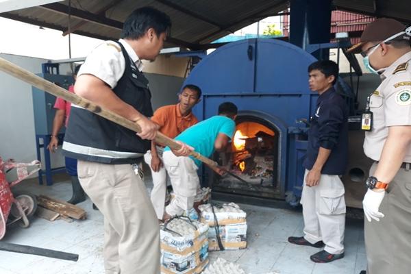 BKP Cilegon Musnahkan Produk Pertanian Tanpa Dokumen Kesehatan