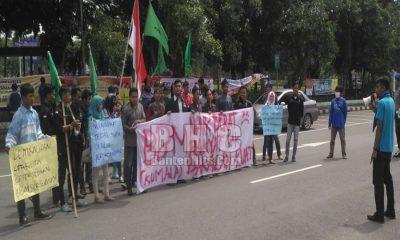 Demo Desak Pemerintah Kembalikan Ketersiaan BBM