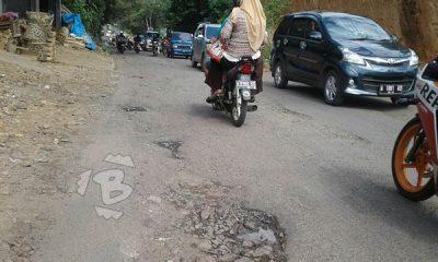Jalan Saketi-Labuan dipenuhi lubang