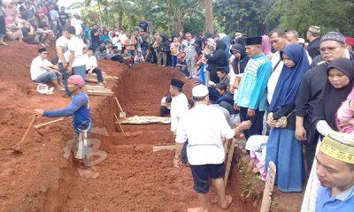 korban kecelakaan tanjakan emen dikuburkan massal