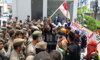 Demo di Balai Kota Tangsel