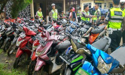 ASN DI KABUPATEN LEBAK BERSAMA PULUHAN SEPEDA MOTOR TERJARING OPERASI KESELAMATAN KALIMAYA DI MAPOLSEK WARUNGGUNUNG 5 MARET 2018