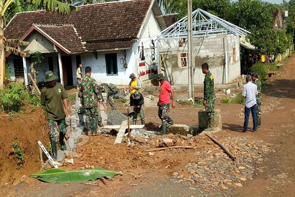 KODIM LEBAK GELAR TMMD ke-101 di Desa Cimanyangray-1