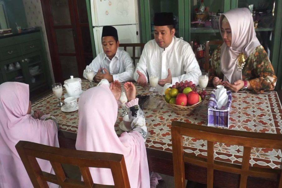 Arief Wismansyah Ajarkan Anak Puasa