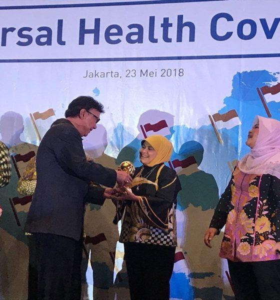 Kadinkes Kota Tangerang Terima Penghargaan