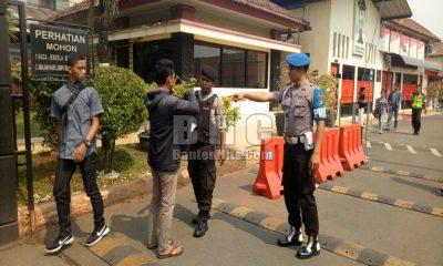 Pengamanan Polrestro Tangerang Kota Diperketat