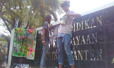 Seniman Kecam Pemprov Banten
