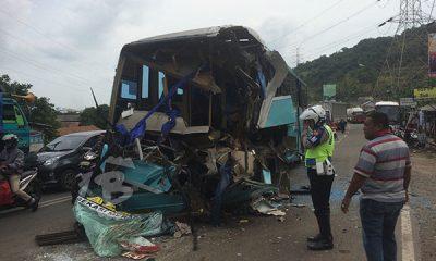 Bus Asli Prima Hantam Truk Fuso di Tol Merak, Penumpang Luka Berat Sopir Kabur