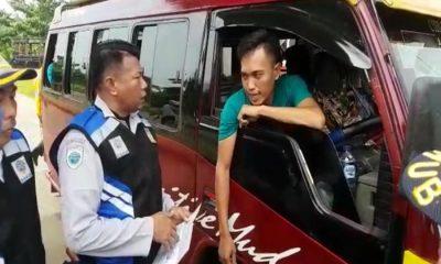 DISHUB BANTEN PERIKSA TARIF ANGKUTAN ELF SERANG-CIBALIUNG PANDEGLANG 12 JUNI 2018