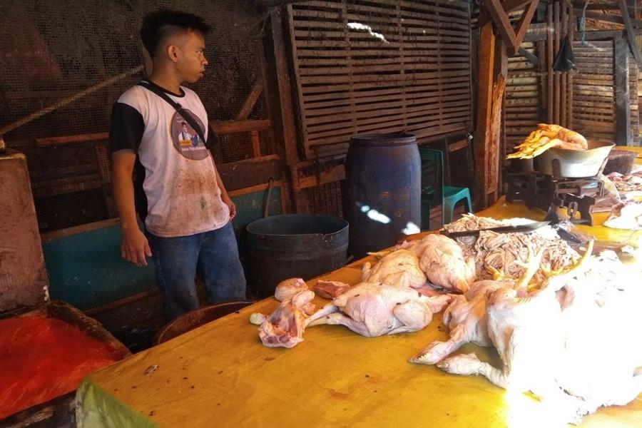 Pedagang di Pasar Induk Rau
