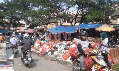 Sampah di Pasar Induk Rau