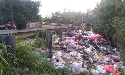 Tumpukan Sampah di Jalan Labuan Pandeglang