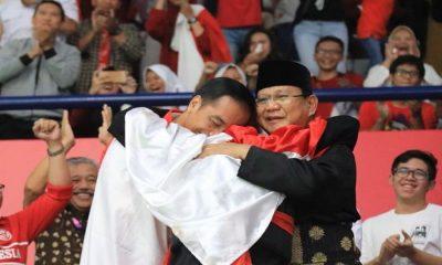 Jokowi-Prabowo Berpelukan