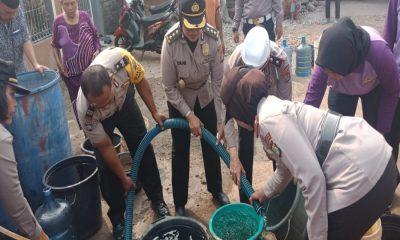 Polwan Polrestro Tangerang Salurkan Air Bersih