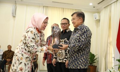 Ratu Tatu Chasanah Terima Piala Paritrana