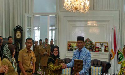 Ridwan Kamil dan Iti Octavia Jayabaya saat MoU ketahanan Pangan Kota Bandung dengan Kabupaten Lebak