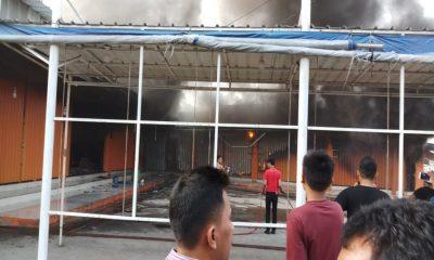 Toko Pakaian di Pasar Tambak Terbakar