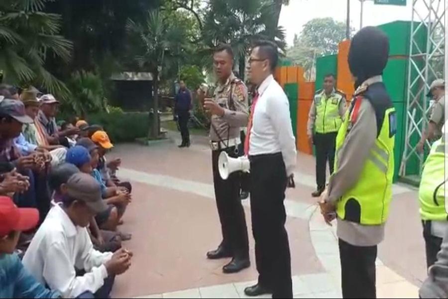 Tukang Beca di Kota Tangerang