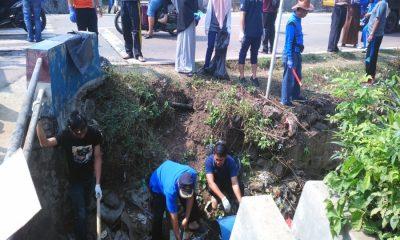 Bersih-bersih Sampah di Cipeucang