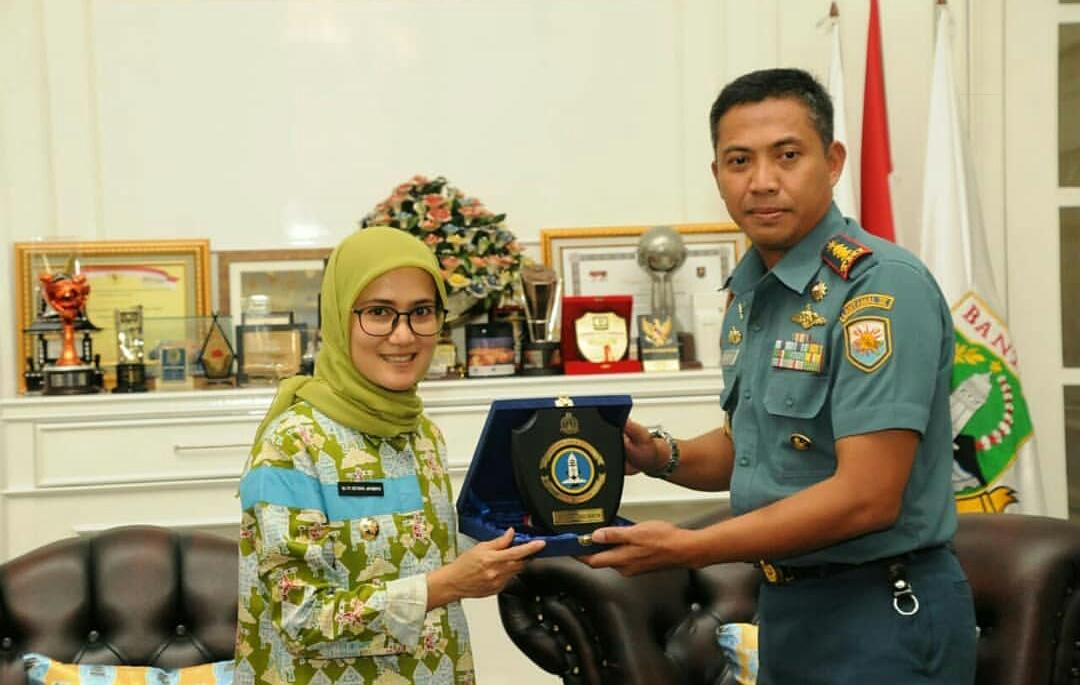 Bupati Lebak Iti Octavia Jayabaya bersama Kolonel Laut Baroyo Eko Basuki