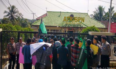 Demo soal Proyel Waduk Karian