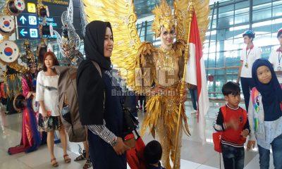 Kostum Jember Fasihon Carnaval Hadir di Bandara Soetta