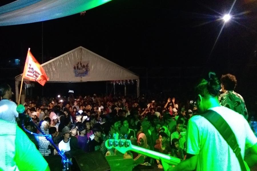 Band Lokal Festival Pesona Tanjung Lesung