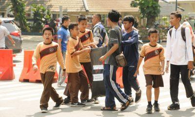 Ratusan pelajar dan mahasiswa ketika melakukan aksi bersih bersih sampah di Lebak saat World Clean Up Day (WCD) (Istimewa)