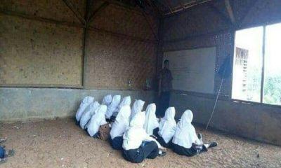 Siswa MTs di Lebak Belajar di Tanah