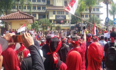 Demo Warga Taman Adiyasa