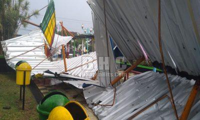 Awning dan Tiang Basket di Alun-alun Pandeglang Hancur