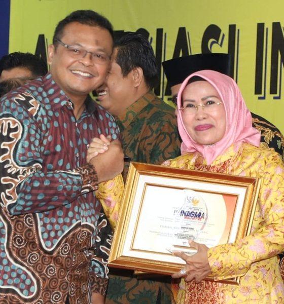 Bupati Serang Ratu Tatu Chasanah Terima Penghargaan
