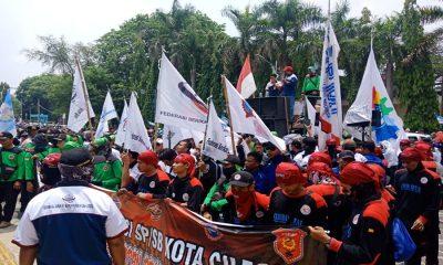 Demo Tuntut Kenaikan UMK Cilegon