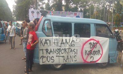 Demo Angkot soal Bus Trans Kota Tangerang