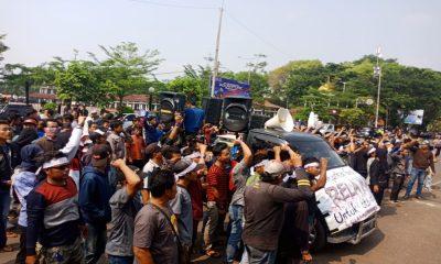 Demo Warga Kabupaten Serang soal Kandang Ayam