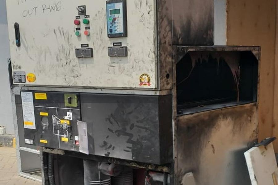 Gardu Listrik Transmart Careefour Terbakar