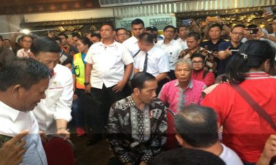 Jokowi Temui Keluarga Korban Lion Air JT-610 di Posko Bandara Soetta