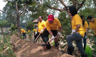 PT Selamat Sempurna Tbk Salurkan CSR ke Bank Sampah Sungai Cisadane