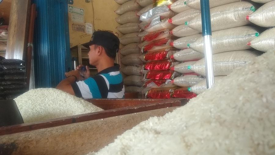 Pedagang beras di kota serang