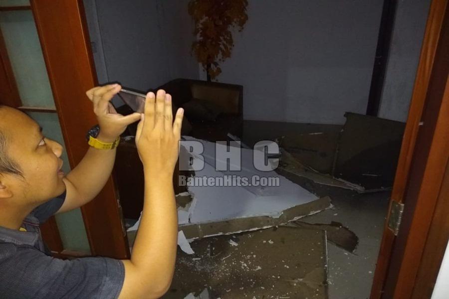 Plafon Ruangan Bupati Pandeglang Ambruk