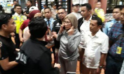 RATNA SARUMPAET DITANGKAP PETUGAS IMIGRASI BANDARA SOETTA TANGERANG