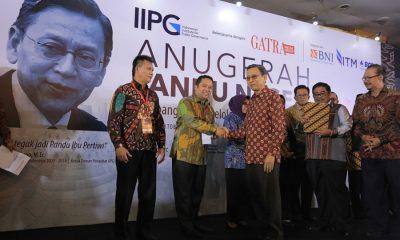 Wali Kota Tangerang Terima Penghargaan Anugerah Pandu Negeri